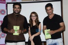 R.Madhavan,Sharman Joshi At Book launch Of If Time Thinks