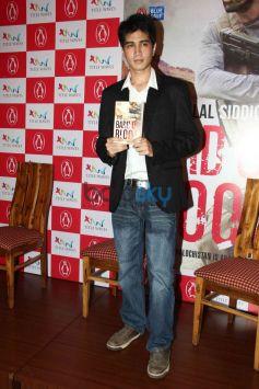 Emraan Hashmi Launches Bilal Siddiqi's Book-The Bard Of Blood