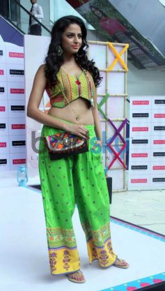 Shruti Showcases The Latest Collection Of Brand Haute Curry