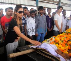 Aryan Khan & Gauri Khan At The Funeral Of Subhash Dad