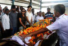 Aryan Khan & Gauri Khan At The Funeral Of Subhash Dad