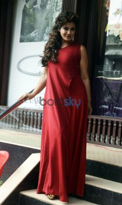 Raveena Tandon Re-Launches PN Gadgil's Website