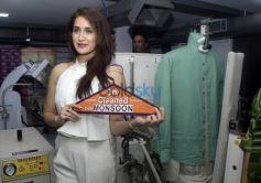 Sagarika Ghatge Inaugurates 5aSec Dry Cleaning store