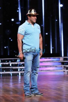 Salman Khan On The Sets Of ZEE TVs DID 5