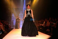 IIJW 2015 - Day 3 Aditi Rao Hydari Yoube Jewellery