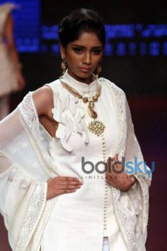 IIJW 2015 - Day 3 Richa Chadda For Anand Shah Jewels