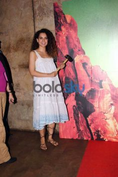 Kangana Ranaut And Radhika Apte Was At Manjhi Screening