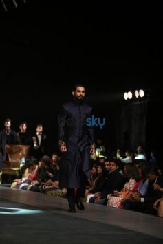 LFW 2015 Day 1 - Manish Malhotra Show