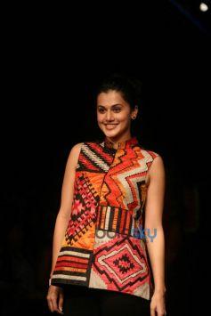 LFW 2015 Day 2 - Divya Sheth, Swati Vijaivargie, Rahul N Shikha Show