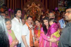 Aishwarya Rai And Vidya Balan Visits Ganpati Mandal At Kings Circle