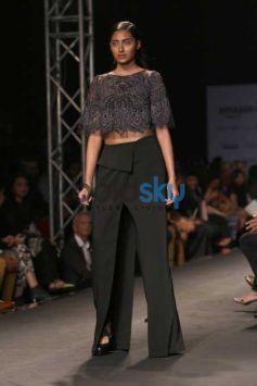 Athiya Shetty Walked The Ramp For Designer Rahul Gandhi & Rohit Khanna At AIFW