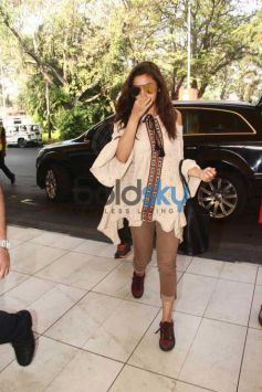 Alia Bhatt Snapped At Domestic Airport