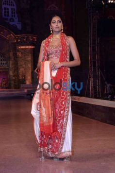 Sonali Bendre Look Ethereal At The Make In India Fashion Show