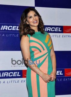 Sunny Leone Arrived To Take Part In Award Function By Aircel