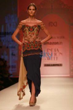 Designer Mandira Wirk Show, Malaika Arora Khan Walked The Ramp At AIFW 2016
