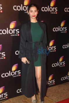 Madhuri Dixit, Varun Dhawan And Others At The Colors Red Carpet