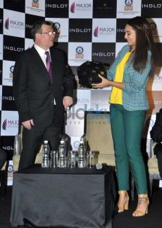 Sonakshi Sinha Attends The Painting Fingernails Competition On Women's Day