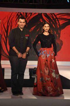 Vidyut Jamwal And Aditi Rao Hydari Walk The Ramp For The Woolmark Show
