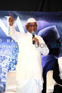 Anna Hazare And Tanishaa Mukerji During The Poster Launch Of Film Anna