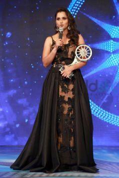 Kangana Ranaut And Sania Mirza At CNN IBN Indian Of the Year 2015 Awards