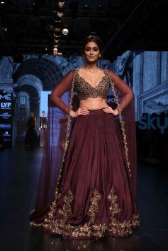 Ileana DCruz Walks For Riddhi Mehra At Lakme Fashion Week 2016