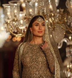 Kareena Kapoor Walks For Sabyasachi At Grand Finale Of Lakme Fashion Week 2016