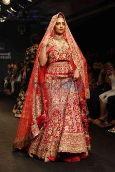 Radhika Apte Walks For Saroj Jalan At Lakme Fashion Week 2016