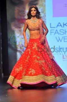 Shilpa Shetty Walks For Anushree Reddy At Lakme Fashion Week 2016