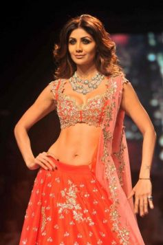 Shilpa Shetty Walks For Anushree Reddy At Lakme Fashion Week 2016