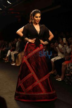 Sophie Choudry Walks For Sumona Parekh At Lakme Fashion Week 2016