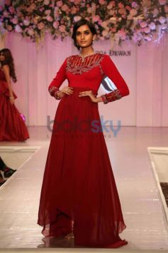 Sushmita Sen Walks The Ramp For Designer Rebecca Dewan's Debut Show