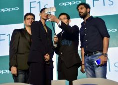 Yuvraj Singh And Sonam Kapoor During The Launch Of Oppo F1S Smartphone