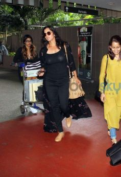 Catch Jacqueline's And Sania's Airport Look