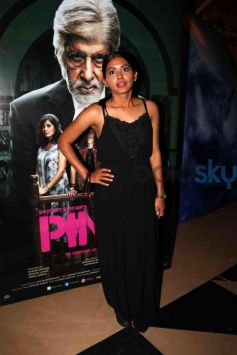Catch The Wardrobe Of Stars At The Screening Of Pink