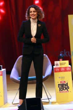 Kangana Ranaut Flaunting Her Abs At India Today Mind Rocks
