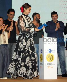 Kangana Rocks Floral Print At JIO MAMI Conference