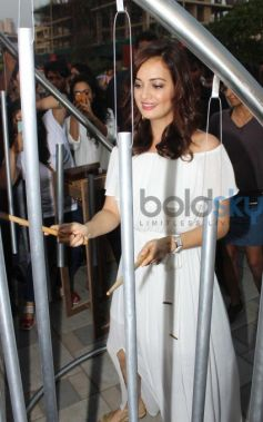 Dia Mirza visit GoodHomes for Art Festival 2016