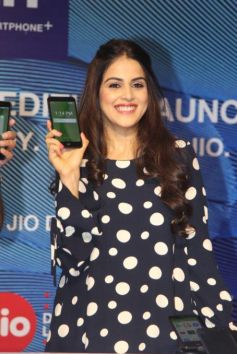 Genelia DSouza Launches Reliance Jio Special Edition Lyf F1 Smartphone