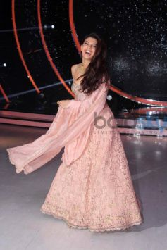 Jacqueline Fernandez Traditional Look For Grand Finale Of Jhalak Dikh La Jaa 9