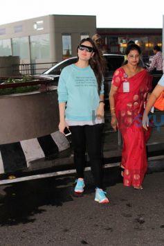 Kareena Kapoor Flaunts Her Baby Bump In Casuals