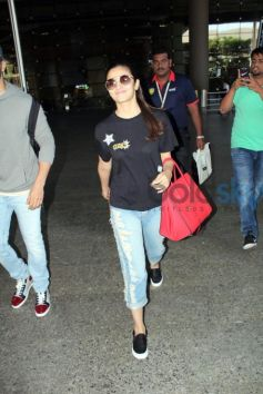 Alia Bhatt Looked Cool In Black Top And Ripped Blue Denims