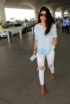 Shriya Saran Snapped At The Airport