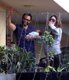 Kareena Kapoor Flaunting Her Sweatshirt While Leaving For The Hospital