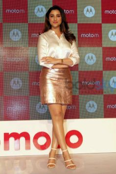 Parineeti Chopra launches Motorola's Moto M Smart Phone