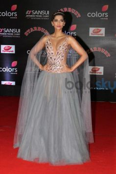 Sonam Kapoor Looking Gorgeous At Stardust Awards