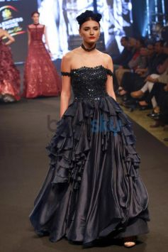 Sonam Kapoor Walking The Ramp For Shantanu And Nikhil Show At The Blenders Pride Fashion Tour 2016