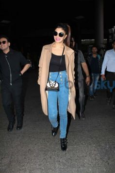 Jacqueline Fernandez Pulls Off A Trench Coat