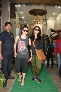 Kareena & Karishma Snapped At Salon In Bandra
