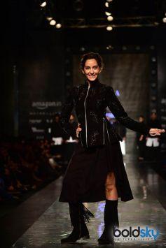 Designer Pawan Sachdeva ,Showstopper Nora Fatehi At AIFW 2017
