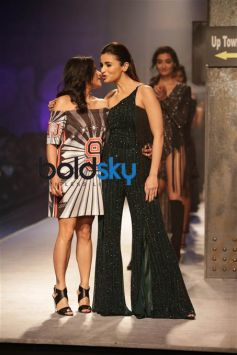 Namrata Joshipura Fashion Show ,Alia Bhatt Showstopper At AIFW 2017